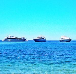 Jahte na plazi ostrvo Hidra