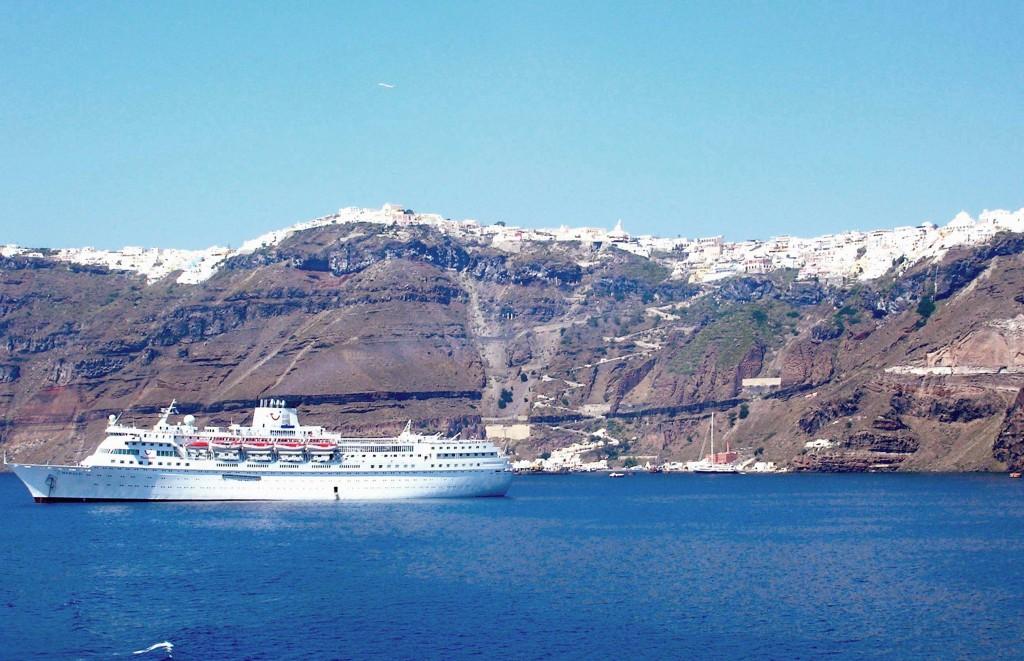 Grcka-ostrva-Santorini-prilaz-brodom
