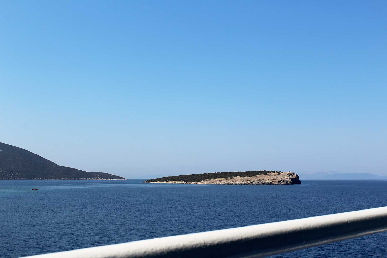 Na trajektu iz Rafine